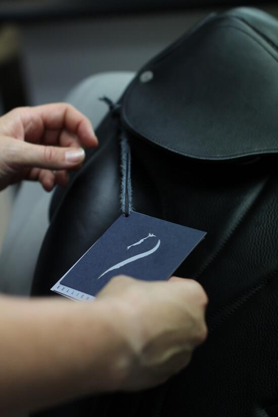 Fabrication selle cheval sur mesure en cuir pour equitation Antarès