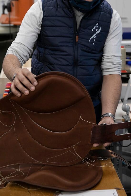 Selle cheval sur mesure en cuir Antarès français equitation
