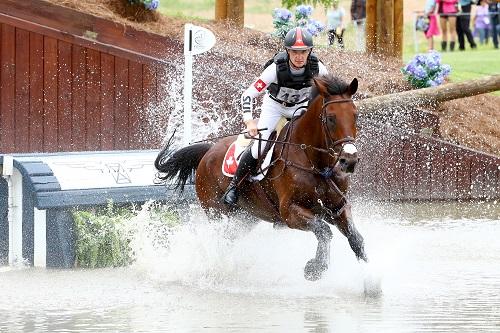 Selle de cheval Antarès casque equitation selle monoquartier cross Robin Godel
