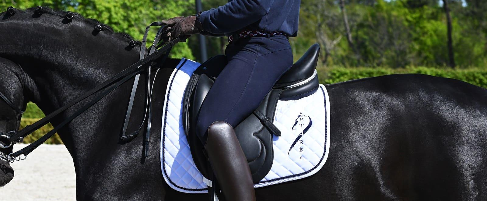 Selle équitation dressage en cuir pour le cheval fabriquée sur mesure à la main en France
