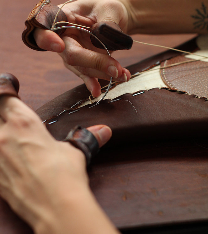 savoir faire antares sellier selle de cheval sur mesure en cuir pour equitation fabriquée a la main en france